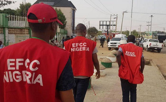 EFCC Arrest 10 Suspected Internet Fraudsters In Enugu State